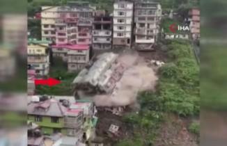 Hindistan'da çok katlı bina toprak kayması sonucu yıkıldı