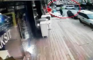 Hızla ilerleyen minibüsün İETT otobüsüyle çarpıştığı kaza anı kamerada
