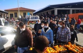 Hurda pazarında korkutan kalabalık