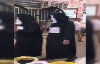 İran'da korona virüs nedeniyle ölümü hatırlatmak için ilginç kostümler dikkat çekti
