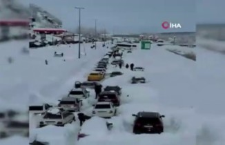 İran'da yoğun kar yağışı