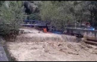 İskenderun'da sağanak su baskınlarına yol açtı