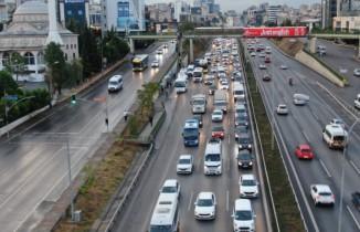 İstanbul'da yağmur başladı, trafik yoğunluğu yüzde 55'i gördü