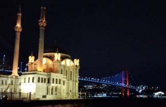 İstanbul'un köprüleri epilepsi hastaları için mor renk ile aydınlatıldı