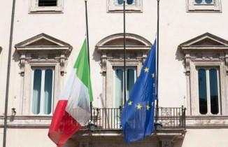 İtalya, virüs nedeni ile hayatını kaybedenler için yas tuttu
