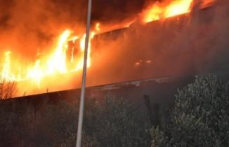 İzmir'de büyük fabrika yangını