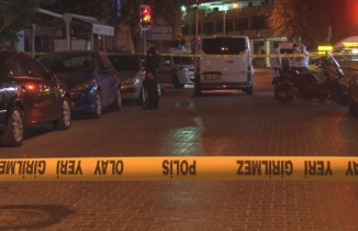 İzmir'de taksi durağında silahlı kavga: 1'i ağır 4 yaralı