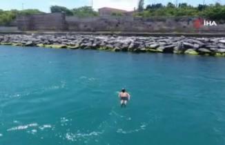 Kısıtlamaya aldırış etmeden boğazda yüzdü