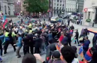 Londra'da yaşayan Azerbaycanlılardan Ermenistan protestosu