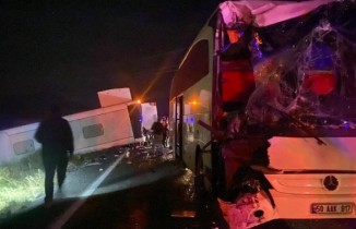 Nevşehir'de öğrencileri taşıyan iki otobüsten biri devrildi: Çok sayıda yaralı var