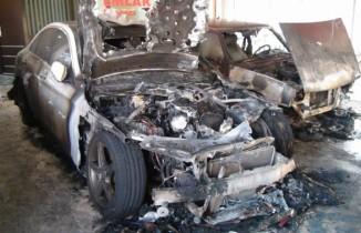 Oto galeride yangın çıktı lüks otolar alev alev yandı