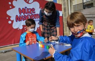 Pandemi sürecinde bunalan çocuklar taş boyama etkinliği buluştu