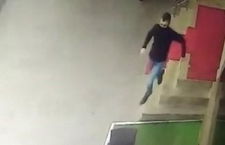 Polisleri yaralayan saldırgan kamerada