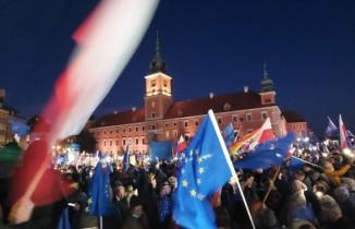 Polonya'da onbinlerce kişiden AB yanlısı gösteri