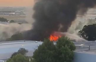 Sydney Havaalanı yakınındaki depoda korkutan yangın