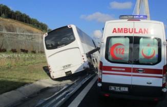 Tekeri patlayan otobüs bariyerlere çıktı: 5 yaralı