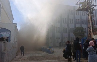 Tekstil fabrikasında çıkan yangın korku dolu dakikalar yaşattı