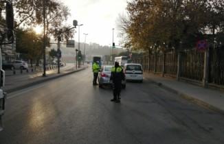 Trafik polisleri sabah saatlerinde sokağa çıkma kısıtlamasıyla ilgili denetimlerini sürdürdü