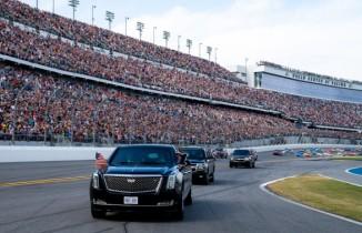 Trump'tan Daytona 500 yarışlarında gövde gösterisi
