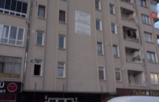 Üçüncü kattan düşen 2 çocuk annesi kadın hayatını kaybetti