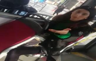 Yolcu ile şoför arasında araçtan inme tartışması