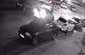Yolun karşına geçen adam araba çarptı