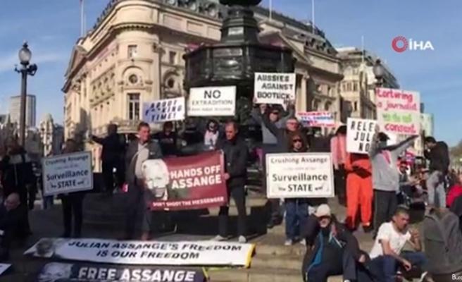 İngiltere'de WikiLeaks'in kurucusu Assange için gösteri düzenlendi