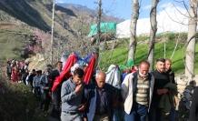 Şırnak'ta unutulmaya yüz tutan gelenek yaşatılıyor: Gelini ata bindirip damat evine götürdüler