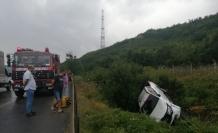 Şile otoyolunda direksiyon hakimiyetini kaybeden araç refüje yuvarlandı