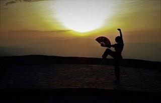Spil Dağı Milli Parkı'nda gün batımı manzarasıyla...