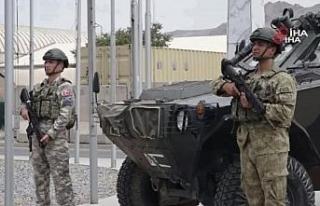 Afganistan'daki Türk askeri bayrama görev başında...