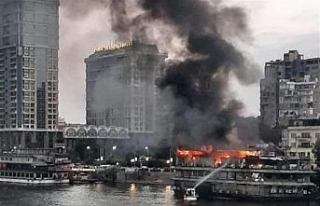 Nil Nehri'nde gemi alev alev yandı