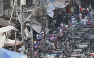 Pakistanlılar, bayram öncesi market ve pazarlara hücum etti