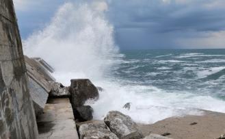Yağmur sonrası Karadeniz'de dalga oluştu