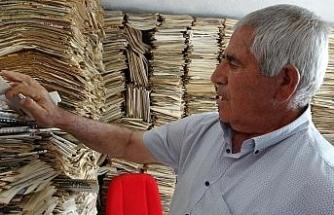 53 yıldır okuduğu gazeteleri arşivliyor