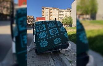 Çaldıkları kamyoneti battaniye ile kamufle etmeye çalıştılar