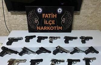 Gana'ya silah sevkiyatı polise takıldı