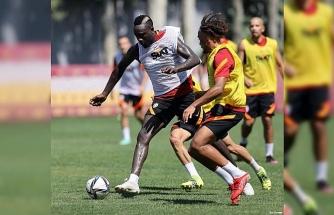 Galatasaray'da Patrick van Aanholt ilk kez takımla çalıştı