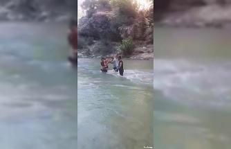 Piknik yaparken sular yükseldi, vatandaşlar mahsur kaldı