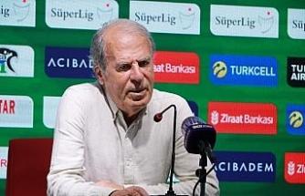 """Mustafa Denizli: """"Ligde kalıcı olmak değil yukarılarda bitirmek istiyoruz"""""""