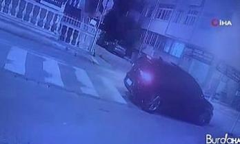 """Avcılar'da """"Dur"""" ihtarına uymayan otomobilin kaçış anı güvenlik kamerasında"""