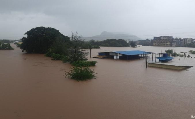 Hindistan'ı sel ve heyelan vurdu: 36 ölü