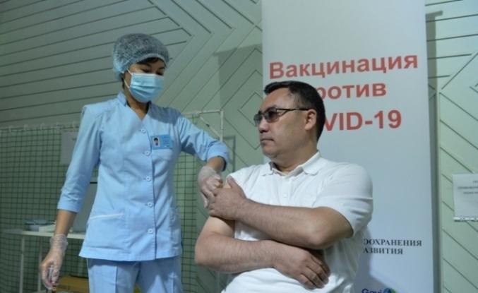 Kırgızistan Cumhurbaşkanı Caparov Covid-19 aşısı oldu