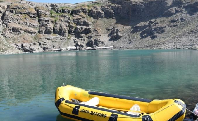 Şırnak'taki doğal göl, doğaseverlerin akınına uğradı