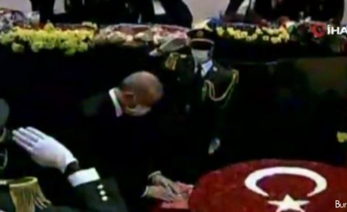 Erdoğan, Angola'nın ilk Devlet Başkanı Antonio Agostinho Neto'nun anıt mezarını ziyaret etti