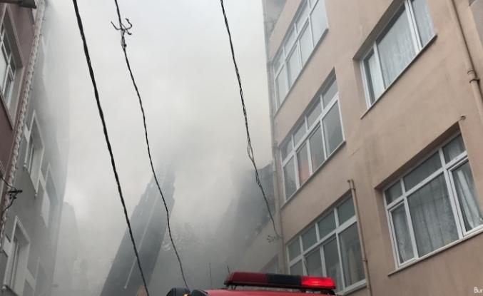 Gaziosmapaşa'da çıkan yangında dumandan göz gözü görmedi