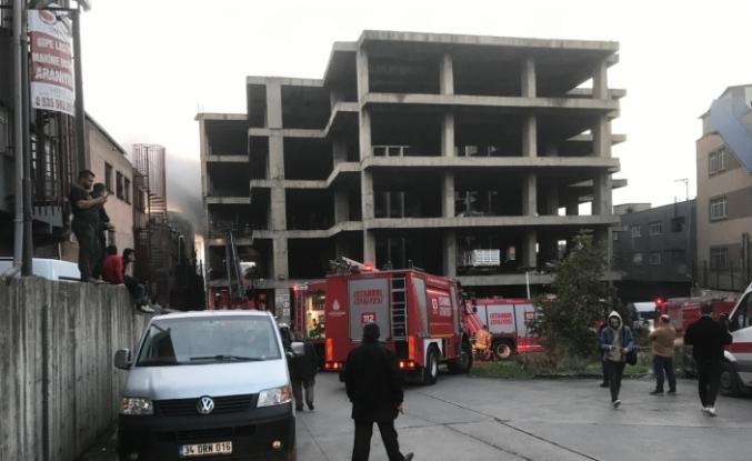 Zeytinburnu'nda yapımı devam eden iş merkezinde yangın