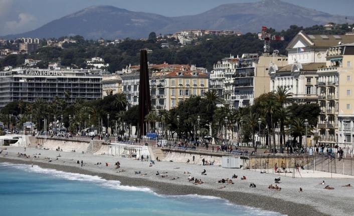 Fransa'da son 24 saatte 21 bin 712 yeni vaka