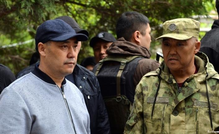 Kırgızistan Cumhurbaşkanı Caparov, çatışmaların yaşandığı sınır bölgesini ziyaret etti