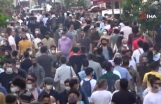 İstiklal Caddesi'nde 'iğne atsan yere düşmeyecek' dedirten yoğunluk